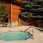 Outdoor hot tub - with bubbles