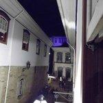 Vista da janela do quarto 9, onde fiquei. O hotel fica na rua paralela a Praça Tiradentes.