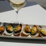 Scrumptious mussels and Red tussock Pinot Gris