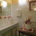 Banheiro da sala de estar - preservado e charmoso