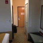 room entryway (137)