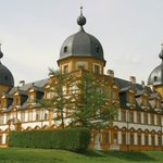 Schloss Seehof, Sehenswürdigkeit im Dorf
