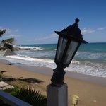 Kaputte Lampen an der Strandbar