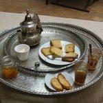thé et petits biscuits