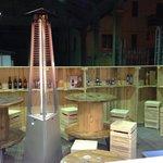 Arredamento della piadineria fatto con bobine dell'enel e bancali di legno
