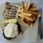 Port.Mush Sandwich with fries