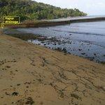 spiaggia a sx del resort con cloaca interrata