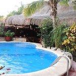 бассейн и ресторан
