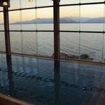pileta climatizada con vista al lago
