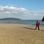 la spiaggia della Feniglia con vista su Ansedonia