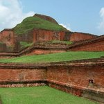 Foto de Ruins of the Buddhist Vihara at Paharpur