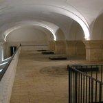 """La bodega, """"la Catedral del Aceite"""" (wikipedia, user Pepepitos)"""