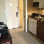 Kitchenette & luggage table
