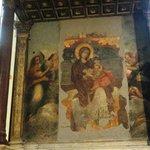 Affresco della Vergine che allatta il Bambino