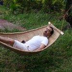 استراحة بجوار الكوخ
