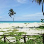 Clean, white sandy beach in front of the door.  Rooms offered by holacuba.de