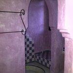 salle de bains décorée à l esprit marocain