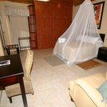 Honeymoon suite5-King bed Flat screen TV DSTV Limit towel heaters twin shower/basin Mini Bar(cas