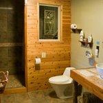 Kanata Suite (1B) Bathroom