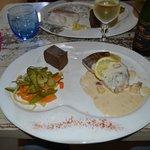 dos de merlu sauce cidre accompagné de légumes croquant et d'un gateau de blé noir...excellent !