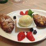dessert : beignet de broccio , sorbet au poire