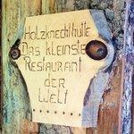 """L'insegna del ristorante """"più piccolo del mondo"""""""
