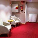 descanso en los pasillos del hotel