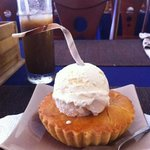 Hot American apple pie with Vanilla ice cream. The best in town !