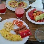 the bfast, i asked for 2 eventho i was alone, greedy i am :D
