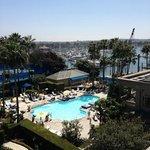 espectacular vista de la marina, piscina y canchas, desde el balcón de la habitación