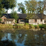 Loong Barn lakeside cottages