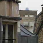 Eiffel tårnet i baggrunden