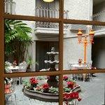 The Courtyard: Inn At Venice Beach