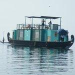 Eigen huisboot van Malabar Escapes, de 'Discovery'