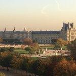 Вид из окна на Лувр