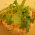 une entrée du menu à 34 € : fraîcheur de tourteau macédoine de légumes croquants.