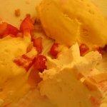 dessert du menu à 34 € : comme une fraise melba, glace vanille.