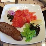 smoked salmon with capers and bread