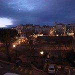酒店地點剛好在ARLES的城南邊,打開窗戶就看見整個城區