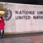 Am Haupteingang der UN