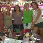 En el bar Jet Set con la dueña y amigos!