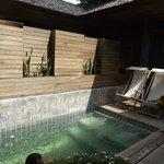 La piscine privée de la suite
