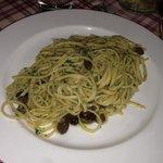 tagliolini alla gloria con acciughe e olive. top