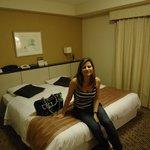 quarto confortavel, bom tamanho, funcional e aconchegante