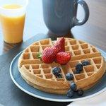 Free hot breakfast buffet featuring fresh fruit, toast, danish, juice...and your choice of origi