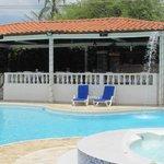 Bar/restaurant & pool
