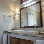Sapphire Suite Bathroom
