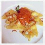 Ravioli al pecorino con crema di zucca e scorze di arancia