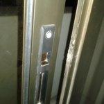 puerta de la terraza forzada y no cierra
