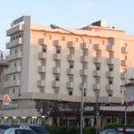 vista dell'hotel dalla spiggia